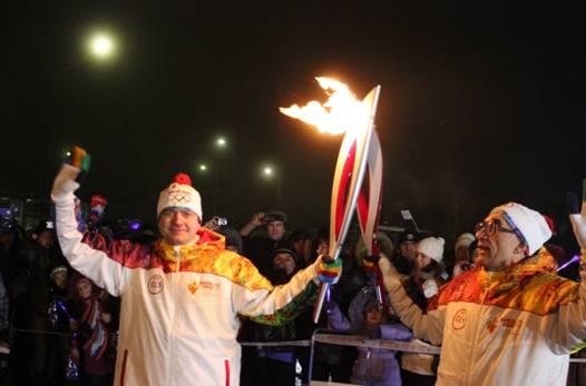 Факел Олимпийского огня в руках членов ОРО ВПА МПА