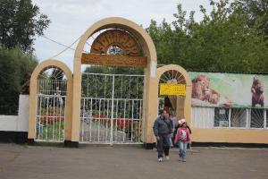 Большереченский зоопарк - взгляд питомцев на нас 0