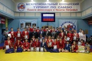 Межрегиональный турнир по самбо памяти Петровых 16